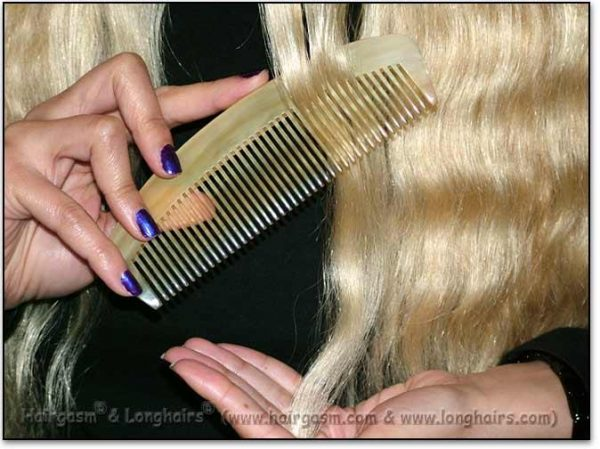 Scritcher-Comber LONGHAIRS® HAIRGASM® Maxi Moon 6-6.5″ Stimulating Sheep-Horn Comb